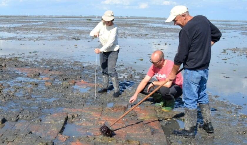 <p>Amateurarcheologen assisteren bij onderzoek van het verdronken dorp Tolsende.</p>