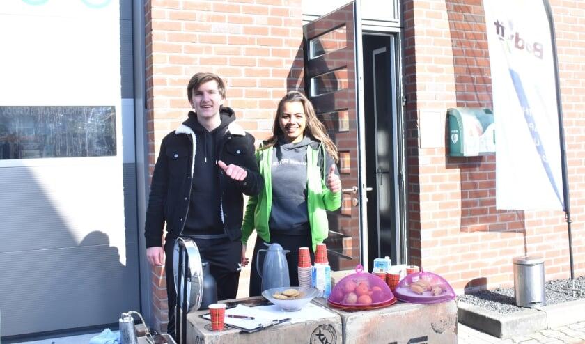 Benjamin Kobes en Chloë Postma lopen stage bij Bodyfit Wierden en hebben Rondje Wierden georganiseerd.