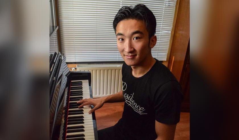 <p>Mike Chen woont boven het restaurant Goo Li Zeng van zijn ouders in Oostburg en oefent daar veelvuldig voor zijn studie &#39;Klassieke muziek&#39;.</p>