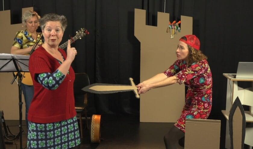 <p>Theatergroep Bint speelt de online voorstelling Die andere ouders doen ook maar wat.&nbsp;</p>