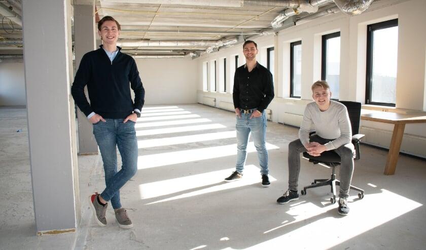 """<p pstyle=""""PlatteTxt"""">Een grote ruimte op de derde verdieping van Dreesz is klaar om te worden verbouwd. Mart Janssen, Pim Trommelen en Felix Wolberink zijn er klaar voor.</p>"""