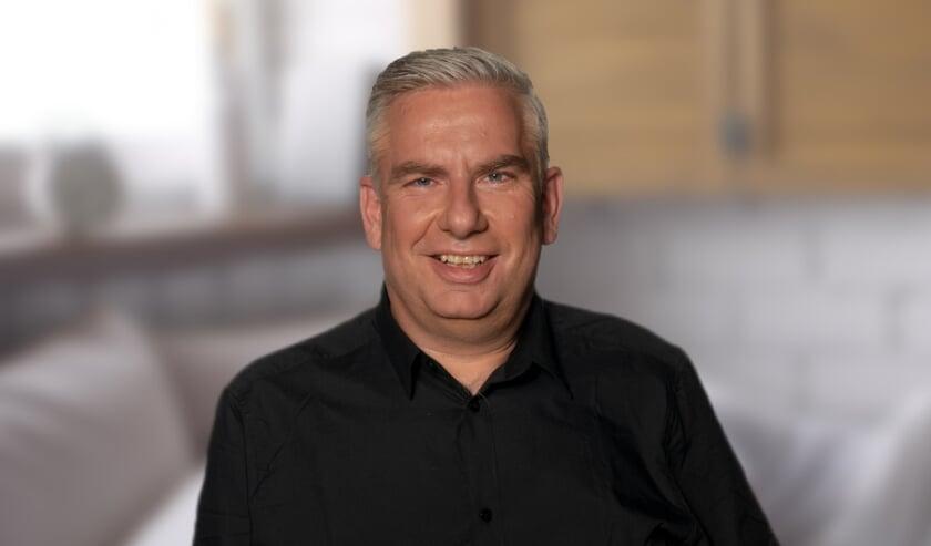 Presentator Willem Bakker presenteert vanaf aanstaande maandag een nieuwe ochtendshow op Radio JND Foto: Woods Fotografie