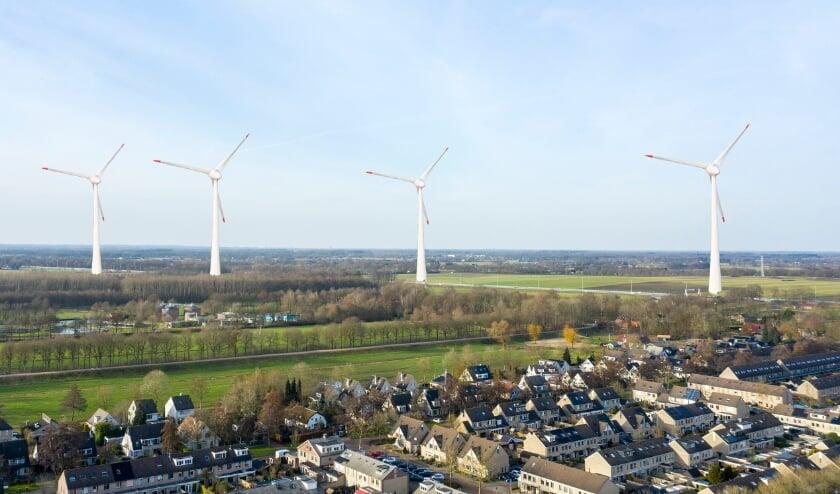 <p>Een impressie van hoe het mogelijk wordt: hoge windmolens onder aan de Emminkhuizerberg. (Foto: www.duurzaamenleefbaar.nl)</p>