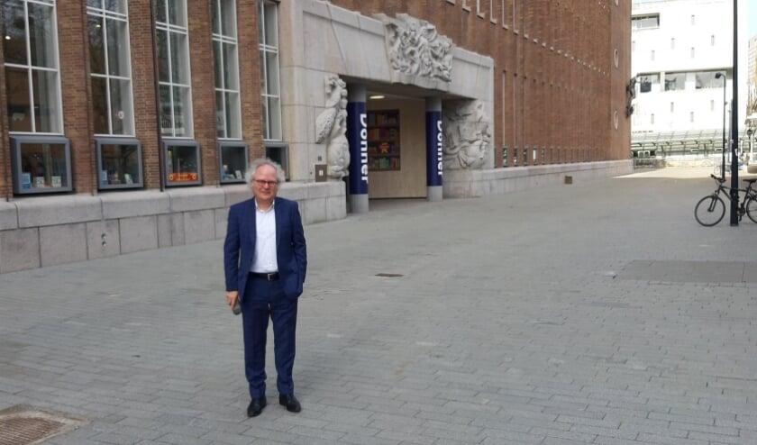 <p>Leo van de Wetering, mede-directeur van Boekhandel Donner, is blij met de opgeknapte Coolsingel</p>