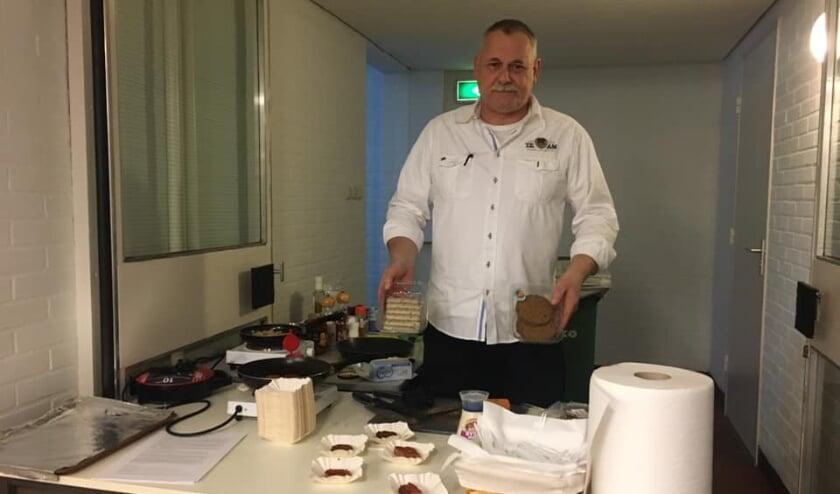 <p>Hendri is er helemaal klaar voor. Als ex-kok weet hij waar hij aan begonnen is en garandeert restaurantkwaliteit.</p>