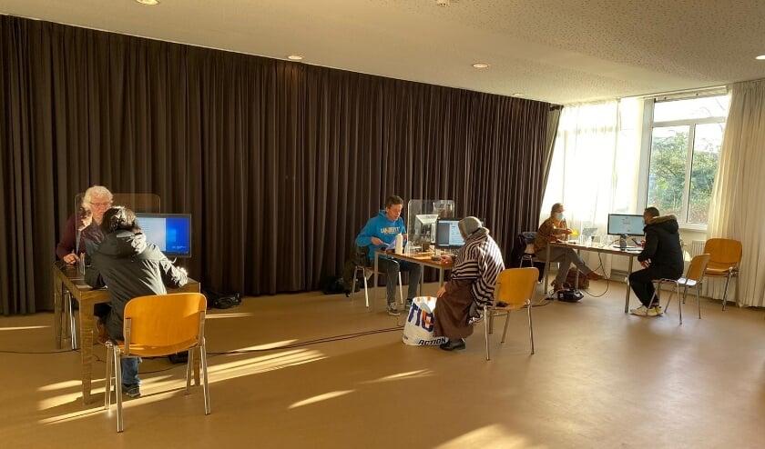 <p>Hulp vragen bij geldzorgen kan bij het Financieel & Administratie Spreekuur in Kanaleneiland en Overvecht.&nbsp;</p>