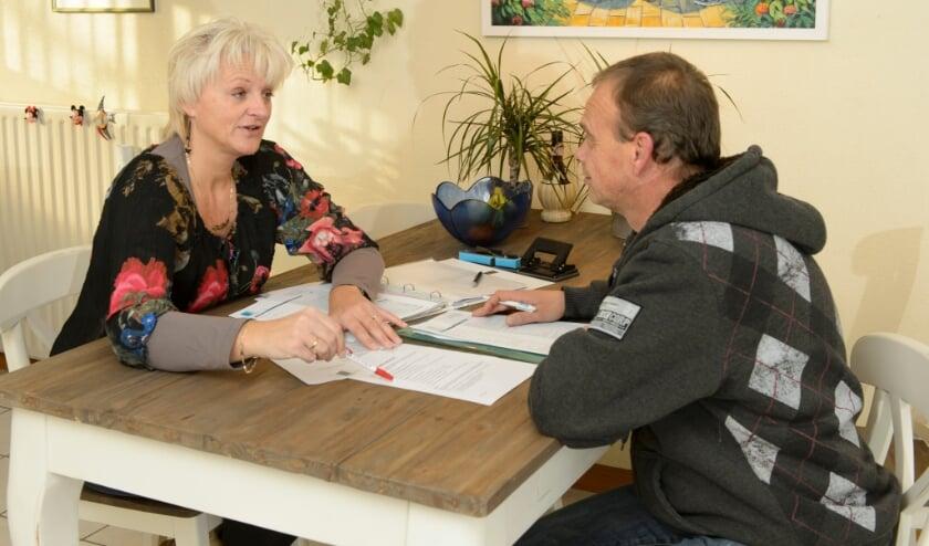 <p>&nbsp;Thuisadministratie werkt met opgeleide vrijwilligers die hulp bieden om de administratie weer op te pakken.&nbsp;</p>