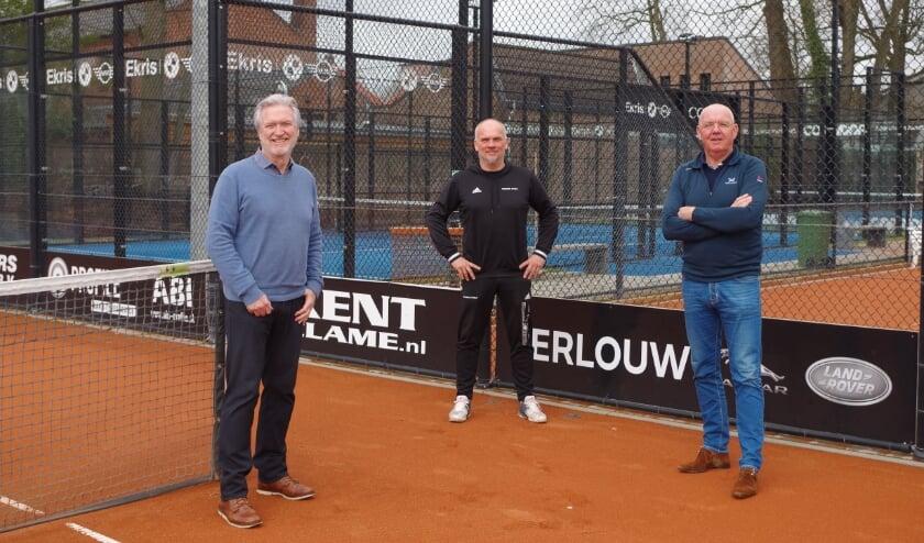 <p>links Ed Klasen, midden Ton van de Ridder en parkmanager Arjen Knulst</p>