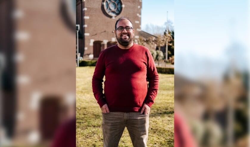 <p>Abdallah Helal van de gemeente fungeert tijdens de nieuwe inloopspreekuren als spreekbuis namens de gemeente Best.</p>