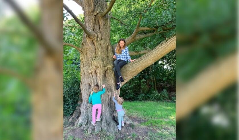 Raadslid Anne Marie 't Hart met haar dochters
