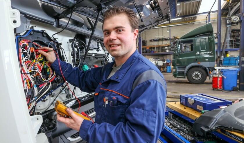 <p>Berry van de Sande, werkzaam bij Truckland Acht, is uitgeroepen tot beste bedrijfsautotechnicus van de toekomst. (Foto: Bert Jansen),</p>