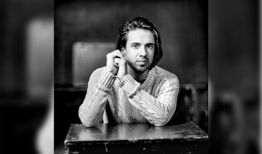 <p>Kharim Amier is geboren in Woerden (1995) en volgde van jongs af aan toneellessen in Het Klooster. &nbsp;</p>