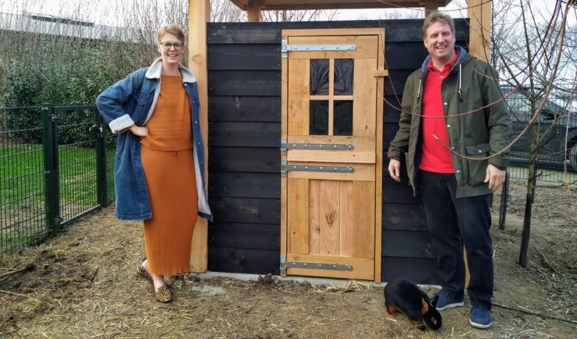 <p>Het begon als een leuke hobby in coronatijd. Maar de webshop in duurzame kippenvilla's legt Albertine en Arjan Piels bepaald geen windeieren.</p>