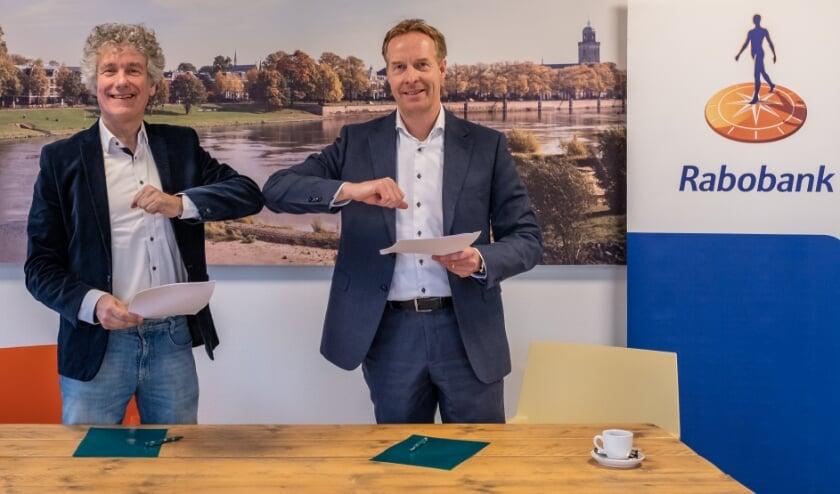 <p>Ondernemersvereniging MKB Deventer (1.200 leden) en Rabobank Salland ondertekenden een samenwerking voor 2021.&nbsp;</p>