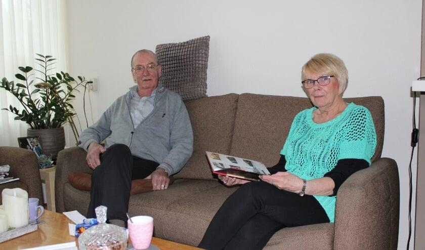 <p>Huib en Ria Bosman hopen dat er niet teveel veranderd in het dorp Elst. (Foto: Henk Jansen)</p>