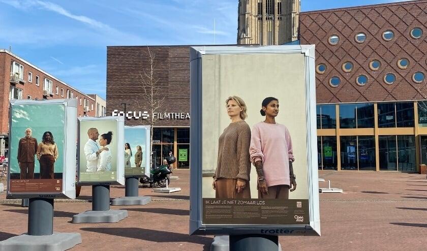 <p><em>Eén van de posters van de expositie die ook door de stad verspreid is, met daarop Sameena en haar helper Sanne.</em></p>