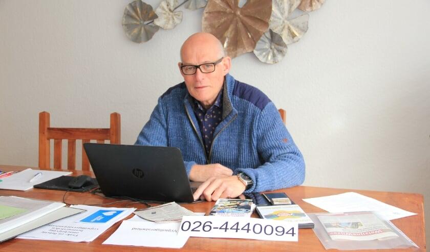 <p>'Beroepssecretaris' Paul Jansen werkt de administratie van Graag Gedaan Duiven bij.</p>