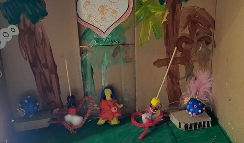 <p>Onder begeleiding van kunstdocent Verena Willems hebben de kinderen in diverse technieken gewerkt aan persoonlijke familiekistjes. Eigen foto</p>