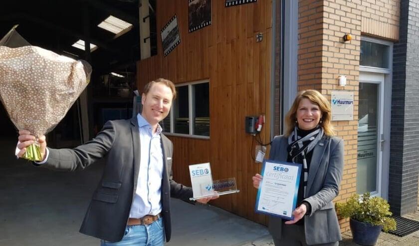 <p>V.l.n.r.: Jeroen Huurman van Gebroeders Huurman en wethouder Margreet van Driel </p>