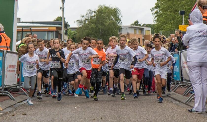 <p>De start van de Kidsloop in &#39;andere&#39; &nbsp;tijden. Maar dit jaar ook virtueel, net als de afstanden voor volwassenen.&nbsp;</p>