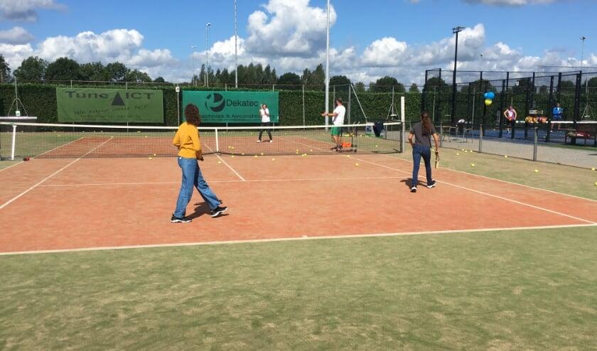 Impressie van tennis op Ridderweide Open Dag