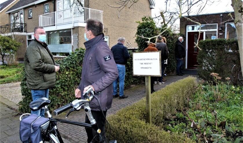 <p>Ruim zeventig mensen van 63 en 64 jaar werden geprikt met het AstraZeneca vaccin. Foto: Johan Maaswinkel&nbsp;</p>