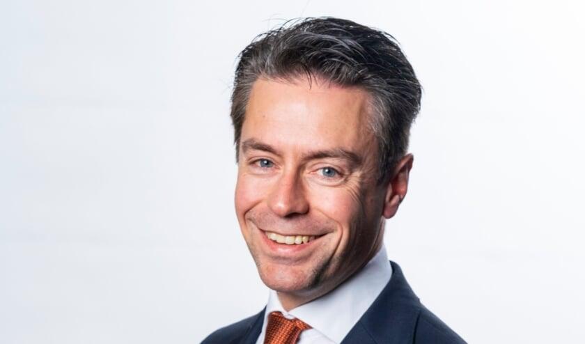 <p>Elspeter Chris Stoffer (46) voelt zich thuis in de landelijke politiek.&nbsp;</p>