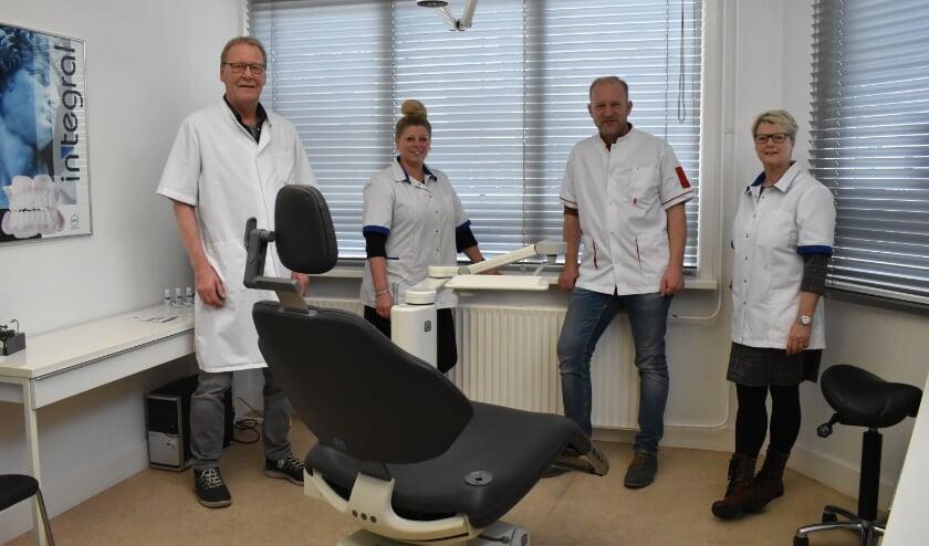 <p>Marco van Straaten, Dianne Fokkert, Wesley Perik, Jacqueline Buld van Dental Twente. Lorette Palland en Jacqueline da Cuba staan niet op de foto.</p>