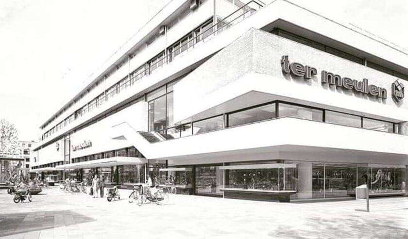 <p>De karakteristieke hoek van het gebouw in 1972, gewijzigd vanwege de doortrekking van de Lijnbaan en het vertrek van Martin&rsquo;s Cafetaria.<br><br><br></p>