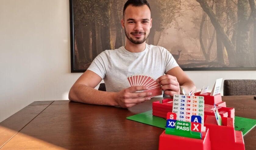 <p>Marlon van Tillo: &quot;Het leukst aan bridgen is dat je niet per se goede kaarten hoeft te hebben om te winnen.&quot; Foto: Margot Donkervoort</p>