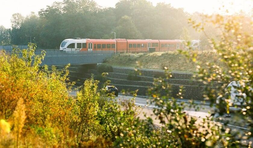 <p>Trein rijdt door Achterhoek. (foto: PR)</p>