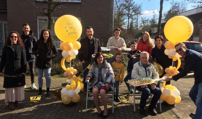 <p>Jan en Mien met kinderen en kleinkinderen</p>
