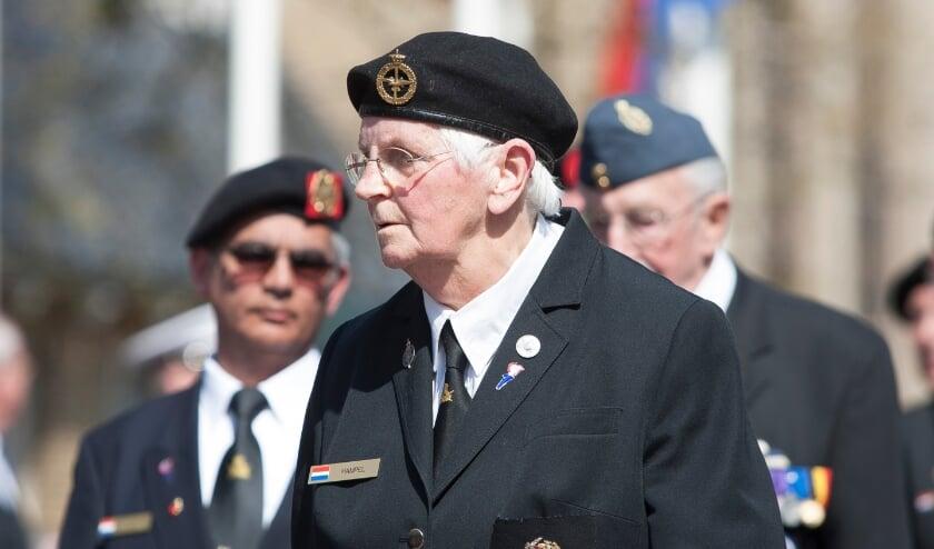 <p>De komende jaren zien we waarschijnlijk geen defil&eacute; met veteranen op 5 mei. (Foto: Johan Mulder}</p>