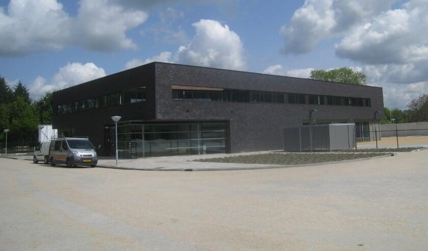 <p>Stemmen vanuit je auto: de Lopikse gemeentewerf aan de M.A. Reinaldaweg wordt maandag 15 maart en dinsdag 16 maart ingericht als drive-through-stemstraat. &nbsp;&nbsp;</p>