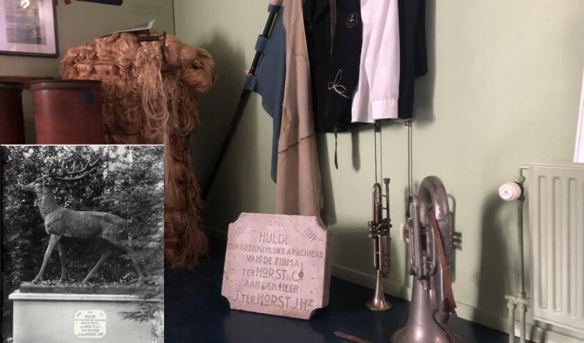 <p>De plaquette bij Ter Horst-voorwerpen als vaandel en instrumenten van Wilhelmina. Inzet: bronzen hert.&nbsp;</p>