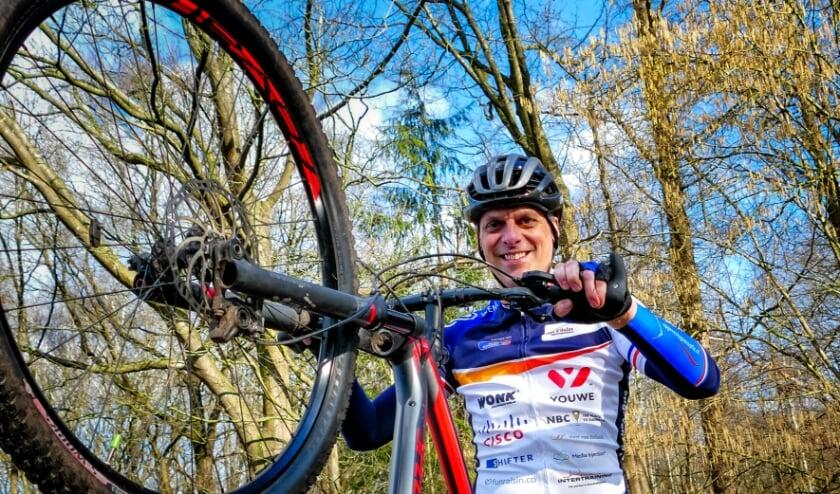 <p>Tot 30 april kunnen MTB-liefhebbers inschrijven voor de GPS-tocht die Henk Nouwens heeft uitgezet. De tocht gaat door de mooiste plekjes tussen Vessem en Hilvarenbeek. De opbrengst komt ten goede aan KiKa.</p>