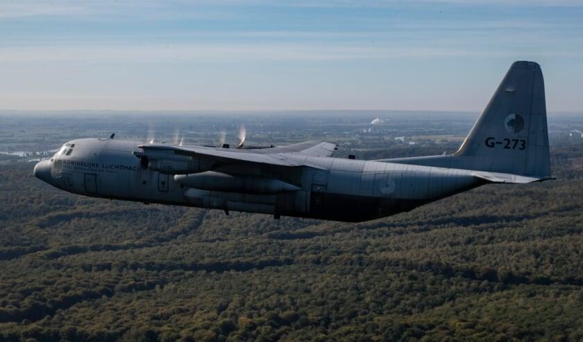 <p>Een C-130 Hercules-transportvliegtuig van de Nederlandse Koninklijke Luchtvaart. FOTO: Defensie.</p>