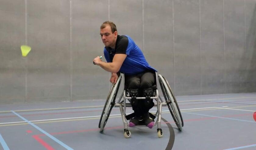 <p>&nbsp;Ronald Stapelbroek, ambassadeur Uniek Sporten Lochem, in een sportrolstoel.</p>