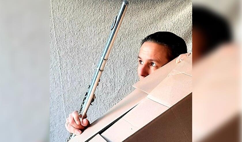 <p>De Delftse muzikant F&eacute;lice van der Sande speelt met Krulmuziek voor jonge kinderen</p>