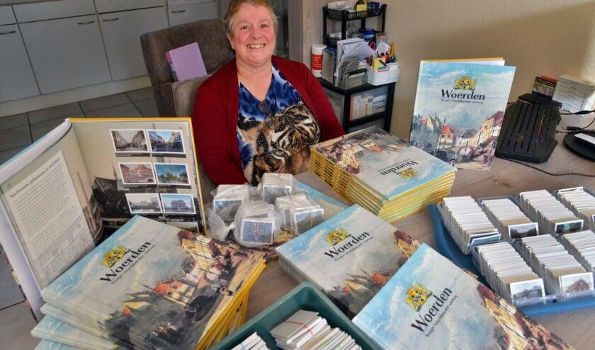 <p>Mary Schwegler heeft al meer dan 120 Jumboboeken Woerden en de daarbij behorende plaatjes.&nbsp;</p>