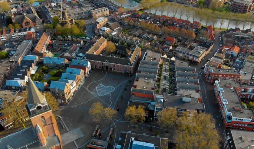 <p>In april 2020 startte Stadshart Woerden met het initiatief #WoerdensLint. In het kader van &lsquo;afstand verbindt&rsquo; stond de binnenstad van Woerden in het teken van strepen en lijnen, zodat symbolisch alle Woerdenaren met elkaar verbonden waren.&nbsp;</p>