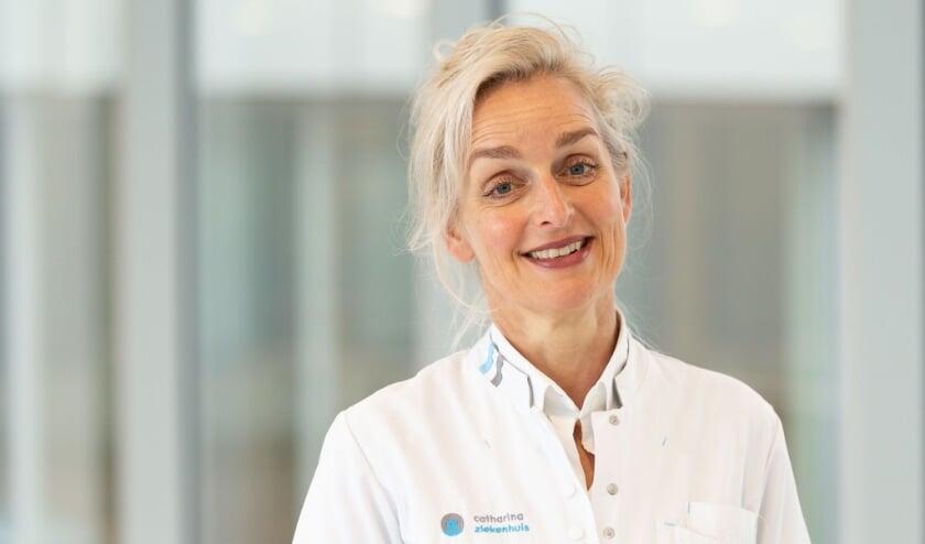 <p>Yvonne van de Riet is als borstkankerchirurg verbonden aan het Catharina Ziekenhuis in Eindhoven.</p>