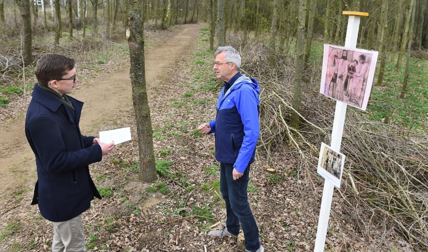 Diaken Paulus Tilma (links) en Hans Aarntzen (voorzitter locatieraad de Augustinus-Martinus geloofsgemeenschap Gaanderen).
