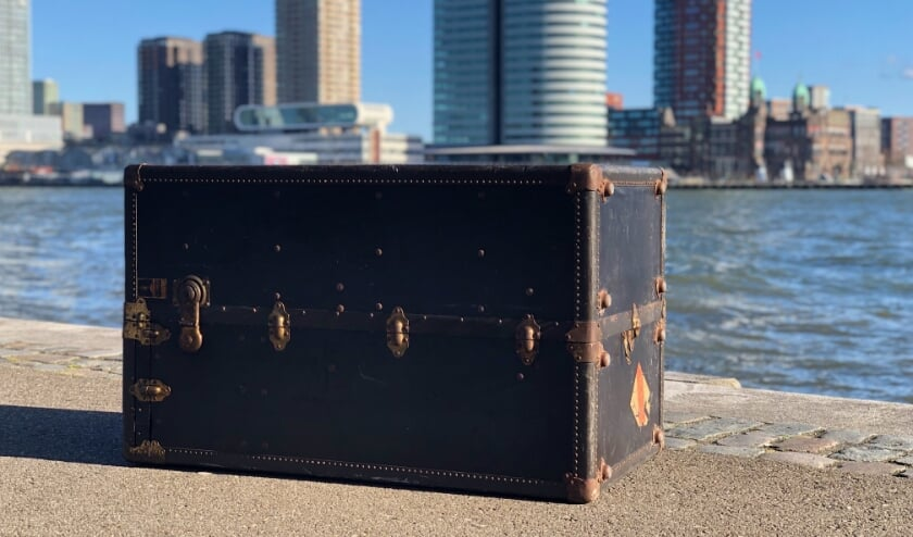 <p>De vijfhonderdste koffer van het FENIX Landverhuizersmuseum.</p>