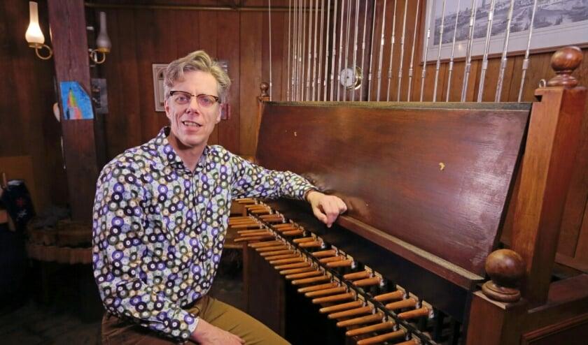 <p>Stadsbeiaardier Gijsbert Kok speelt de wereldhit van Golden Earring om 17.15 uur op het carillon van de Grote Kerk</p>