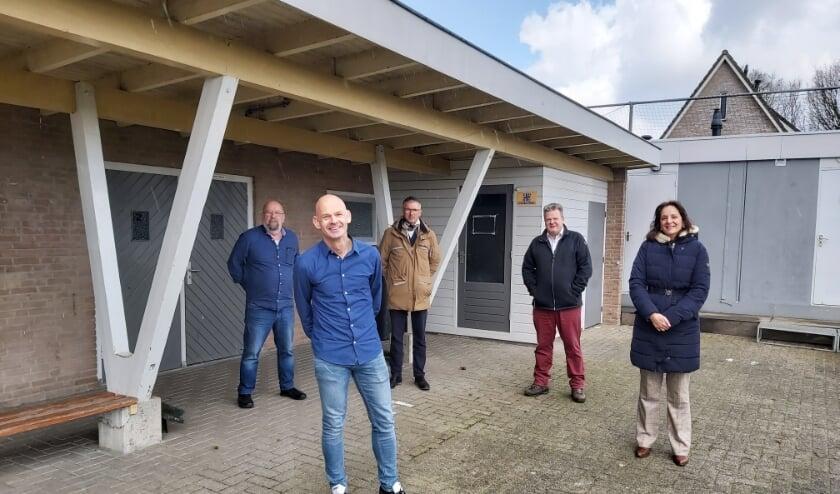 <p>Leon Geurts, Antwan van Doorn, Peter Aben, Rolf Andringa, Conny Boekestijn willen dat gezondheid voorop staat bij behandeling geitendossier.&nbsp;</p>