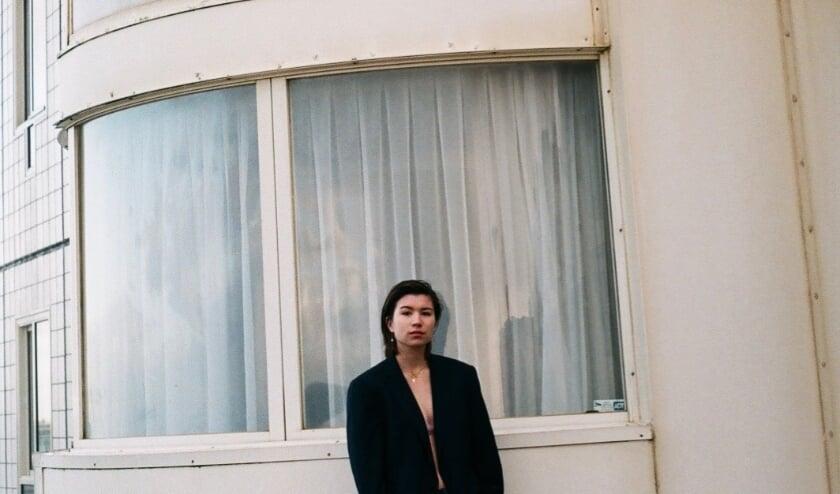 <p>Laura Sjin uit Utrecht brengt haar nieuwe single &#39;alles wat je zegt&#39; uit. Foto: PR</p>