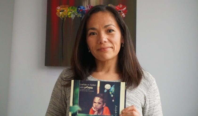 <p>Met haar foto's verteld Araceli Tico persoonlijke verhalen van mensen in coronatijd. Foto: Louise Mastenbroek</p>