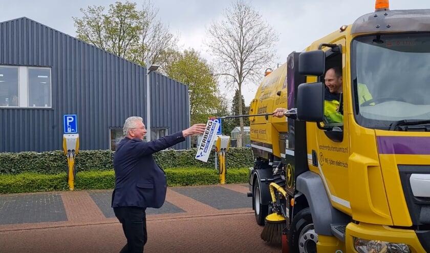 Barend van Doorn Azn ontvangt de sleutels van Terberg Matec Nederland