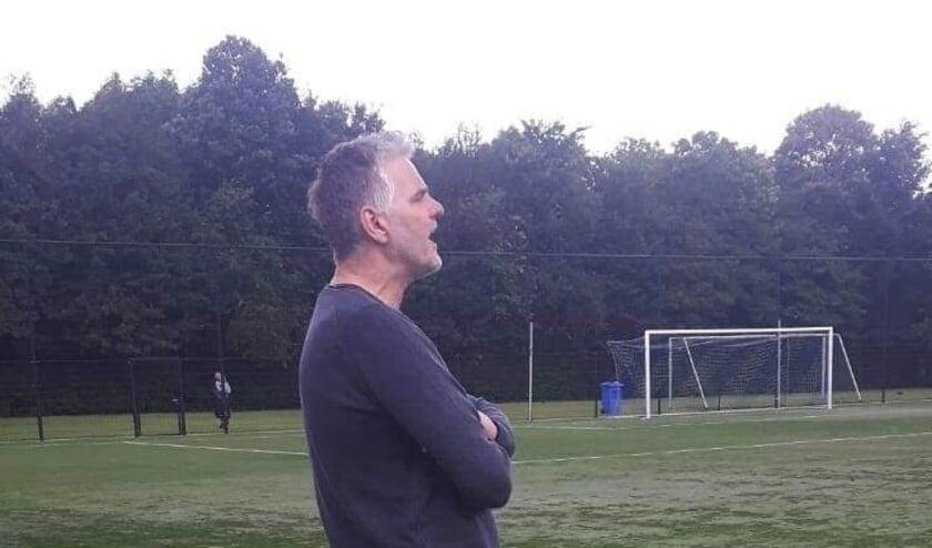 <p>Frank van der Hoeven wordt de nieuwe trainer van de IFC-vrouwenselectie.&nbsp;</p>